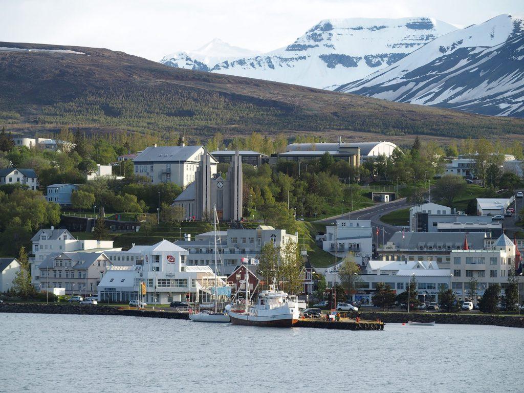 Akureyri, Hafen, Wasser, Berge, Fjord, Häuser