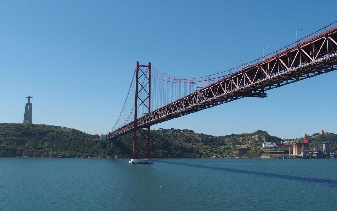 Die Ponte 24 de Abril ist die längste Brücke Portugals